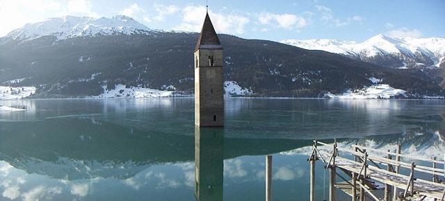 Lac de Resia, Italie, sous l'eau