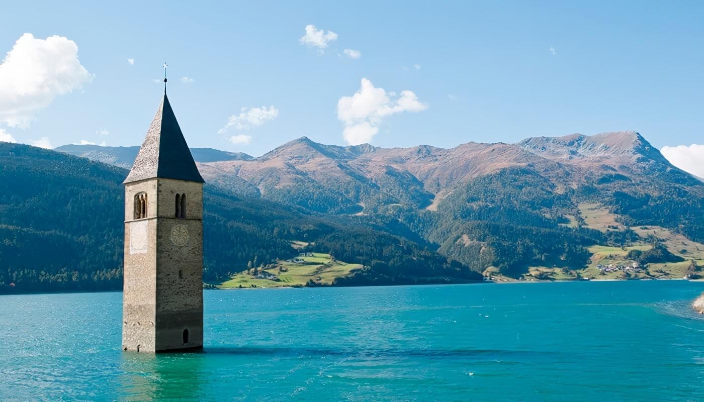 Le Lac De Resia Et Son Clocher Englouti