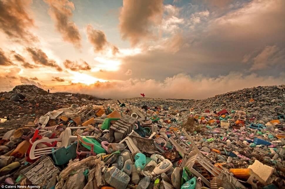 Île poubelle aux Maldives, Thilafushi, Alison Teal, déchets plastiques
