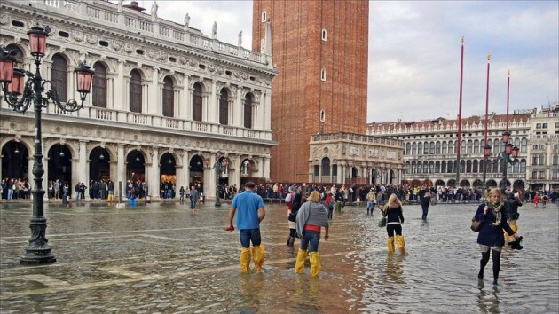 À trois semaines du Carnaval, Venise a (enfin) les pieds dans l'eau