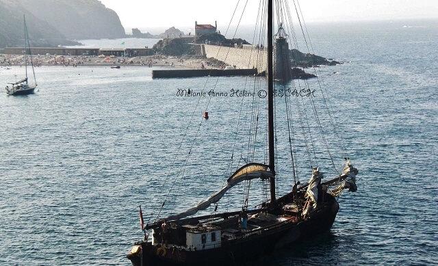 collioure-plage-bateau