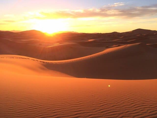 """Résultat de recherche d'images pour """"des pas sur le sable et jesus"""""""