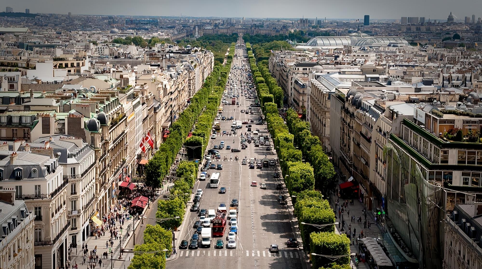 Avenue des Champs Elysées, Paris