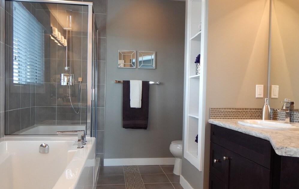 6 astuces pour nettoyer sa salle de bain avec du vinaigre - Desherber avec vinaigre blanc ...