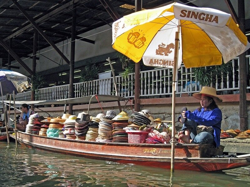 Bangkok, vendeur sur eau