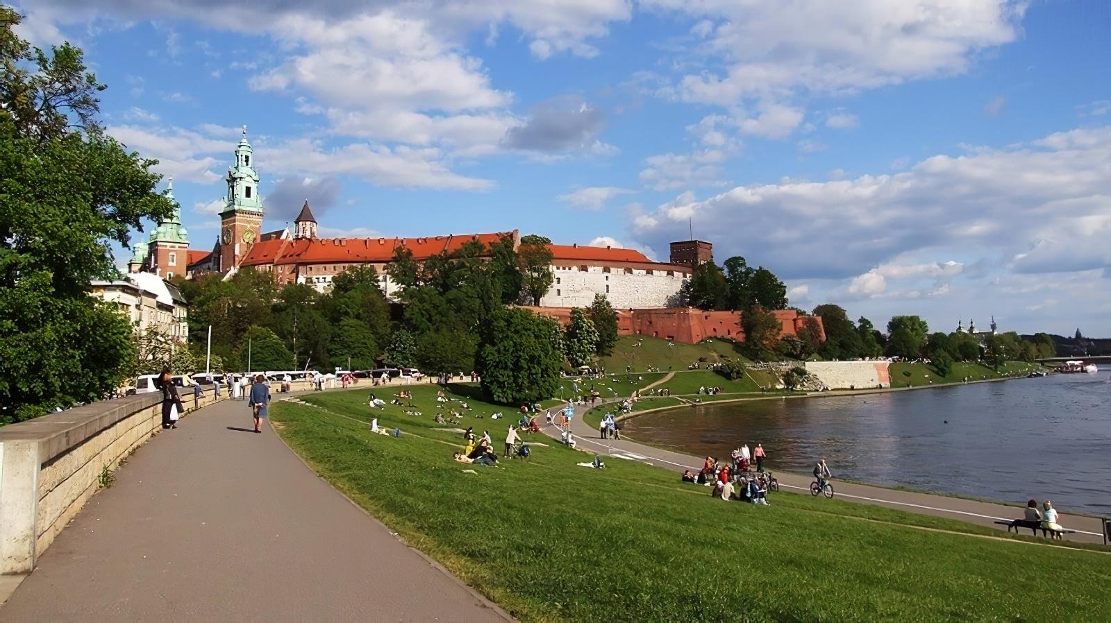 Faites une visite de la ville de Cracovie à vélo
