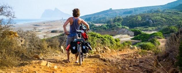 En solitaire et à vélo il se lance dans un périple à travers le monde