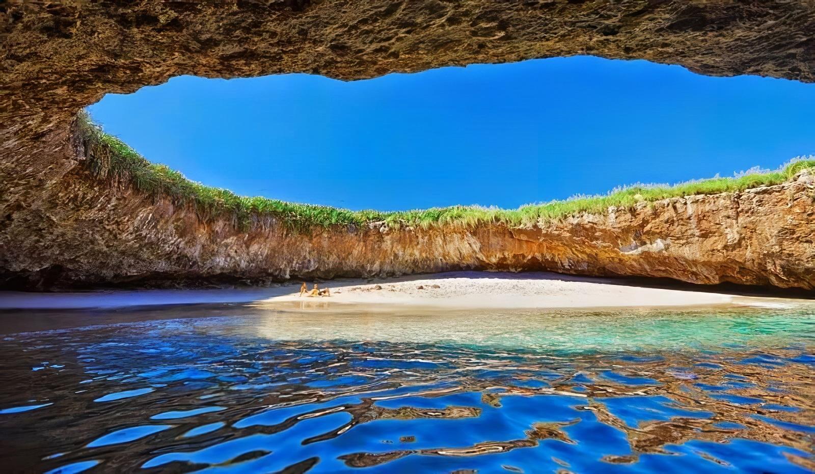 La plage cachée des Îles Marieta au Mexique