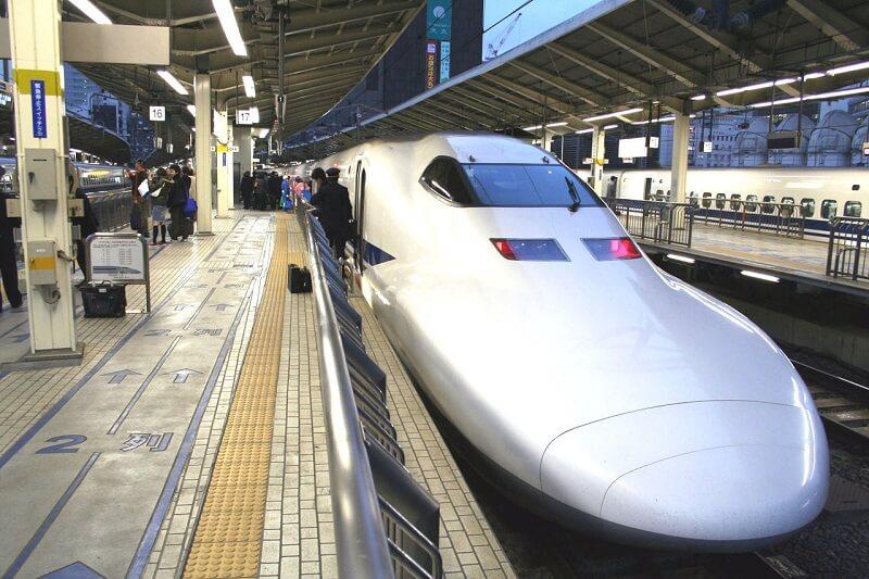 Shinkansen en gare de Tokyo