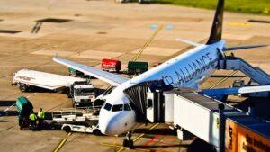 Avion sur le tarmas d'un aéroport