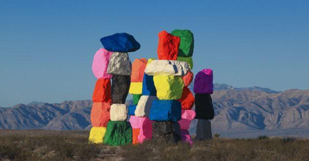 Seven Magic Mountains: une installation colorée dans la nature américaine
