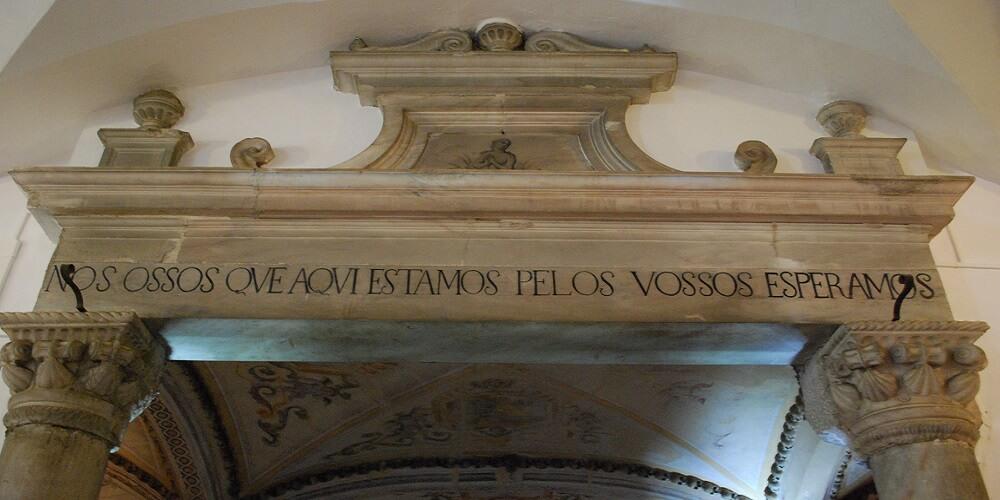 Capela Dos Ossos, Citation, Entrée