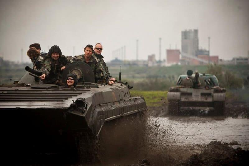 Conduite d'un tank T-55 à Budapest