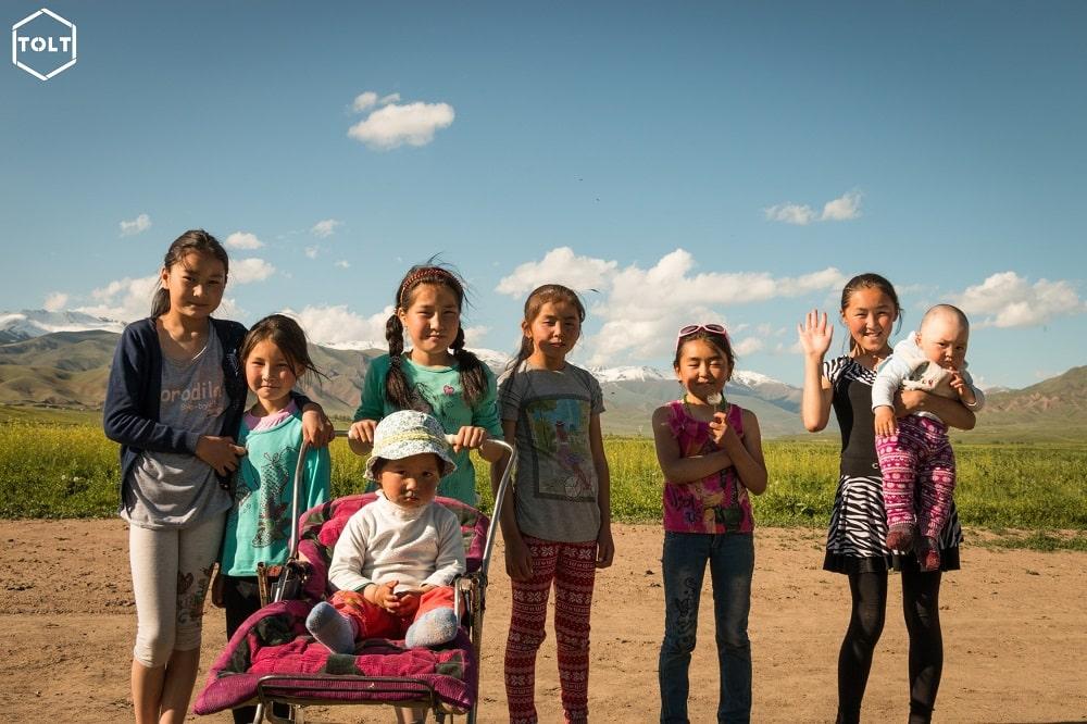 Kyrgyz girls saying hi