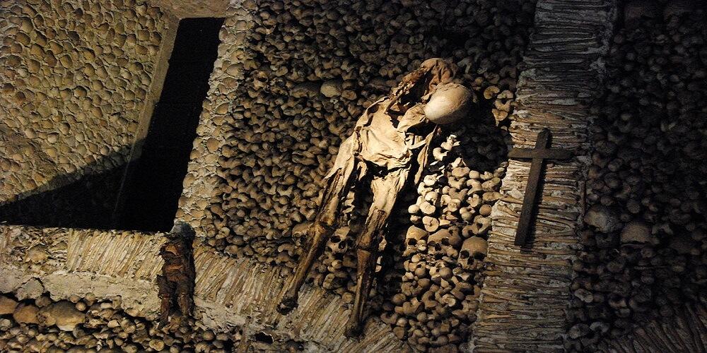 Squelette, Chapelle portugaise, Os