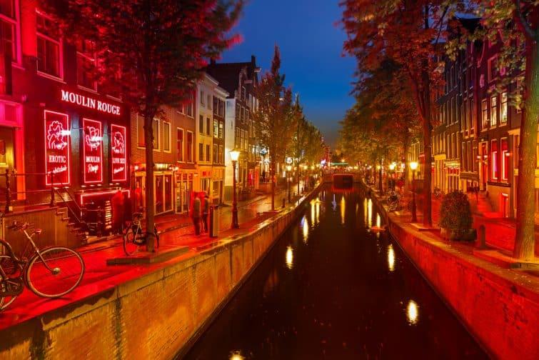 Rue du quartier rouge à Amsterdam