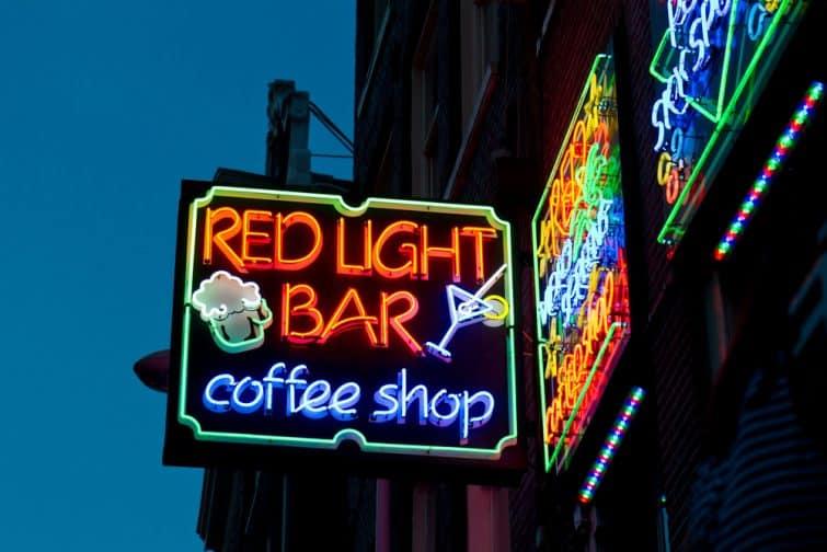 Enseigne lumineuse du coffee shop à Amsterdam