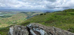 Les crètes de Sahadimy dans le massif Ambohimitombo