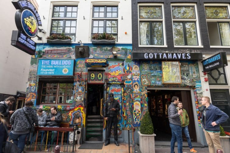 Bulldog coffee shop dans le quartier Rouge d'Amsterdam