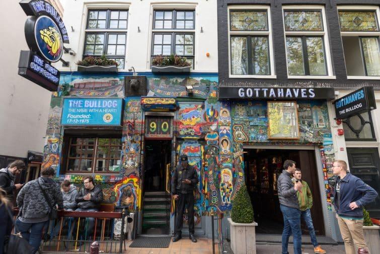 Bulldog coffee shop dans le quartier Rouge d'Amsterdam