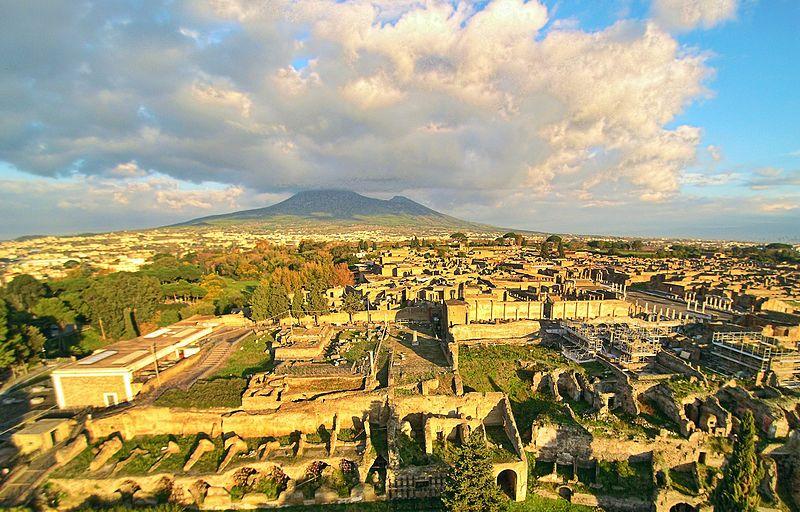 Ruines de Pompei avec le Vésuve