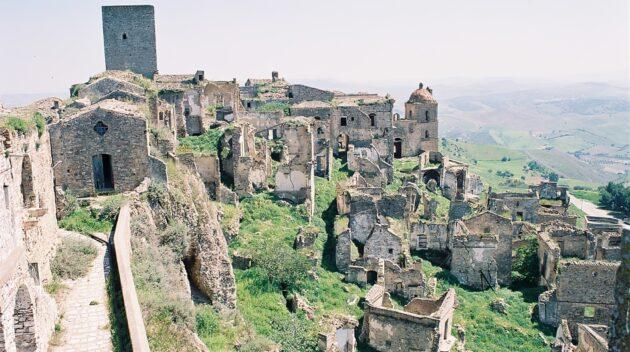 Découverte du village abandonné de Craco en Italie