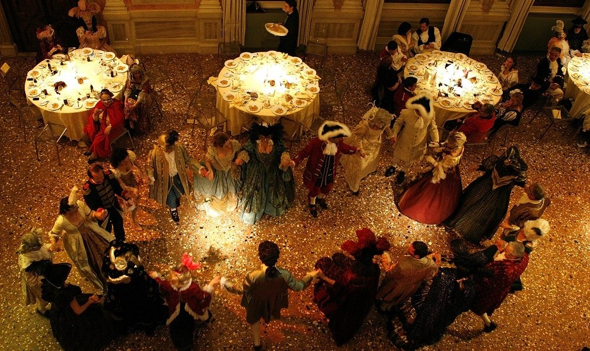 Un dîner costumé à l'hôtel Danieli pour le Carnaval de Venise