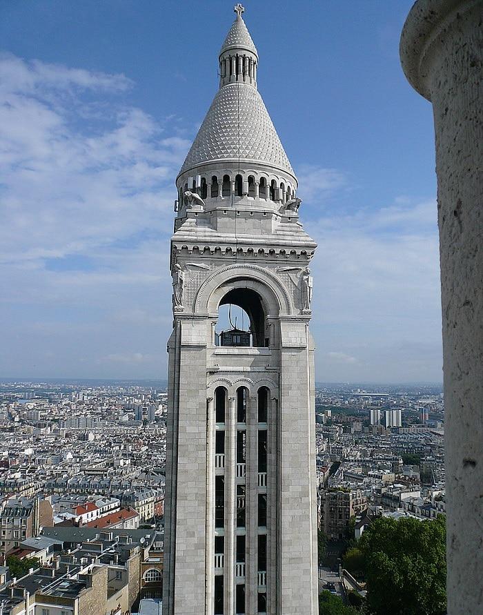 Campanile abritant la cloche Savoyarde au Sacré-Cœur