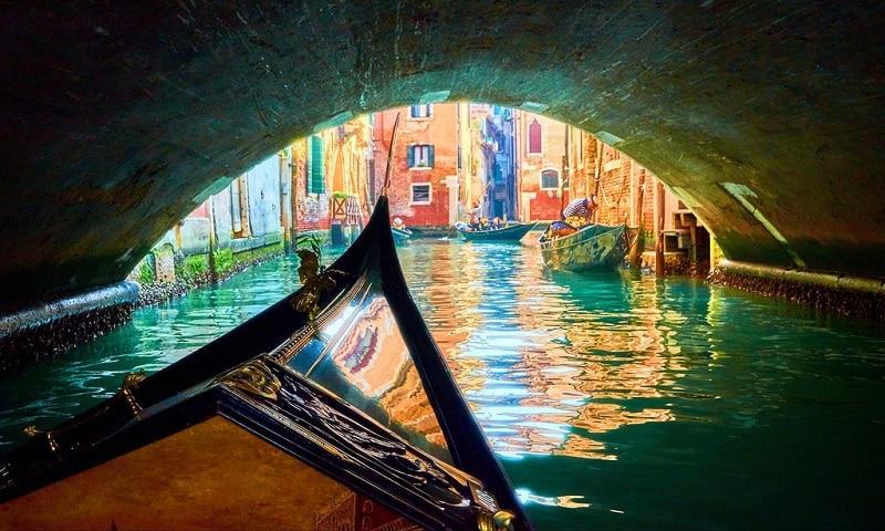 Gondole & bateau à Venise