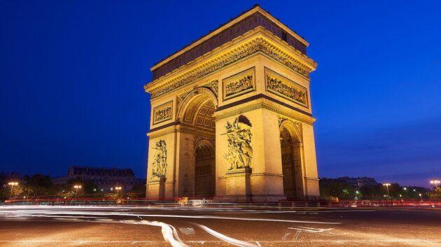 Visiter l'Arc de Triomphe et monter au sommet, sans faire la queue