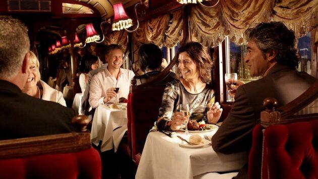 Réservation d'un dîner à bord du Colonial Tramcar Restaurant