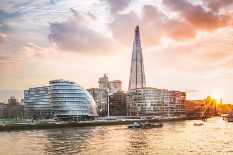 Hôtel de ville de Londres avec coucher de soleil