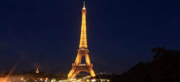 De votre canapé jusqu'à ses coulisses : les différentes façons de visiter la Tour Eiffel