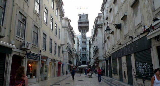 Montez dans l'ascenseur de Santa Justa au cœur de Lisbonne