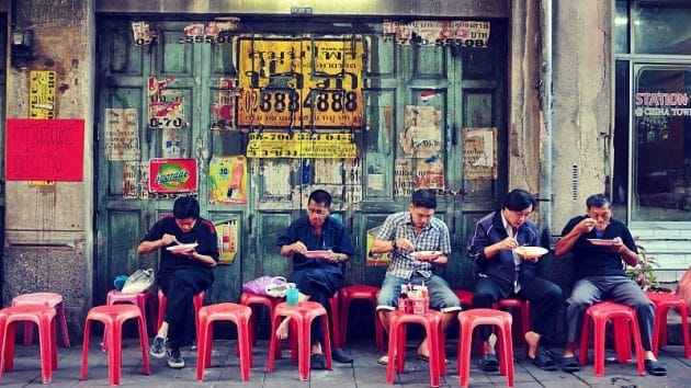 À Bangkok la municipalité fait la chasse aux vendeurs de rue