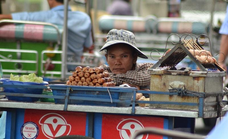 Interdiction de street-food à Bangkok