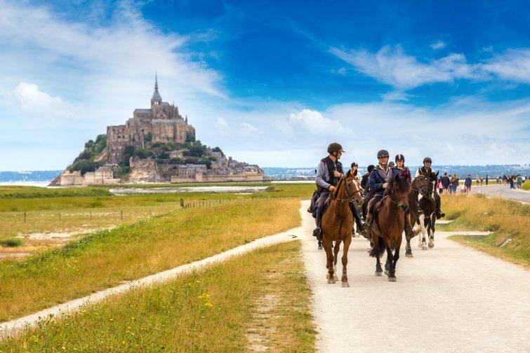Visiter le Mont-Saint-Michel à cheval
