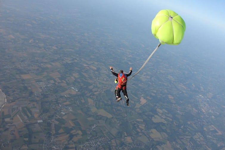 Saut en parachute tandem près du Mont-Saint-Michel