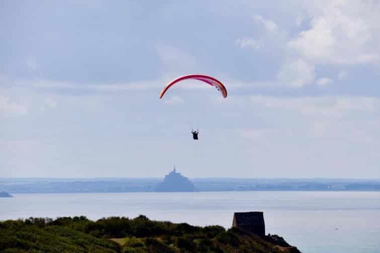 Découvrir le Mont-Saint-Michel en parapente