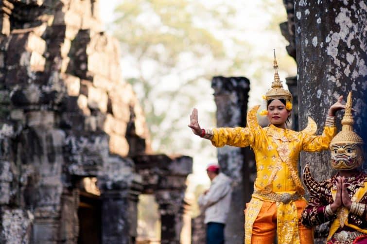 Danse traditionnelle au coeur de Bayon Temple, Angkor, Siem Reap
