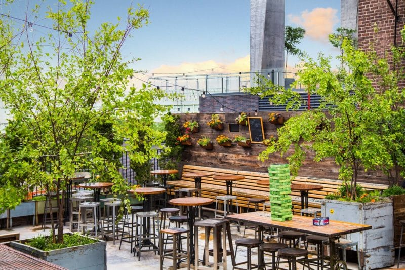 Rooftop bar, Brass Monkey, New-York