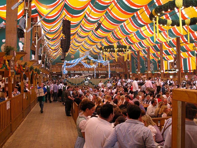 Tente Lowenbrau à l'Oktoberfest, Munich