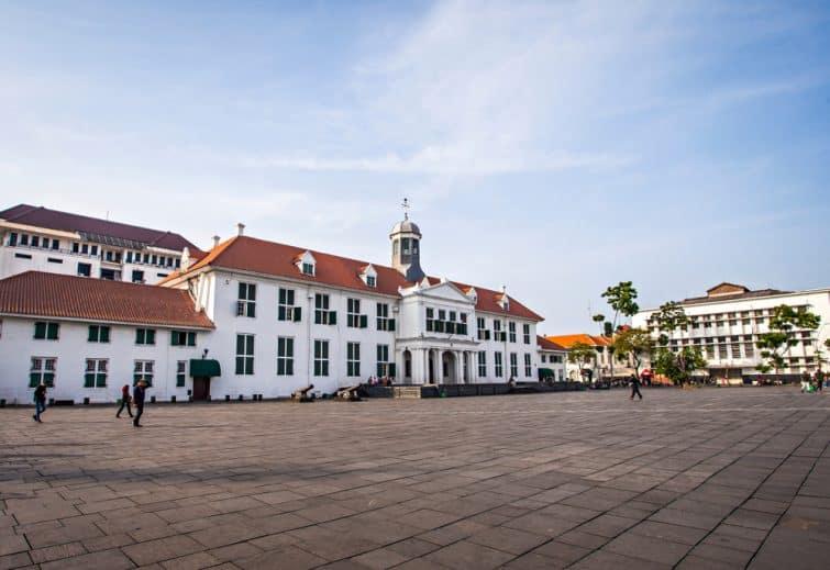 Parmi les lieux à visiter à Jakarta : la place Fatahillah