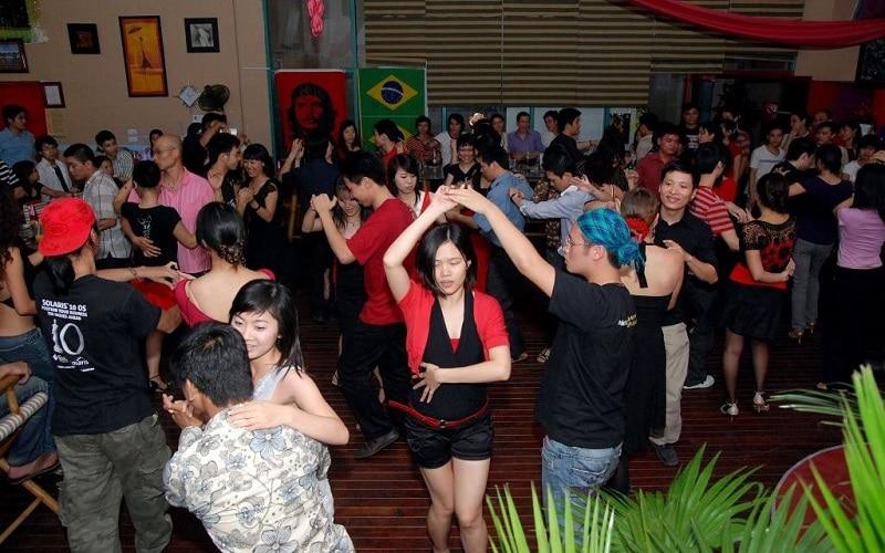 Soirée salsa et bachata à Hanoi