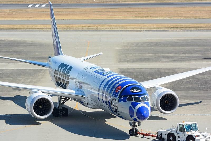 Avion Star Wars retardé à l'aéroport