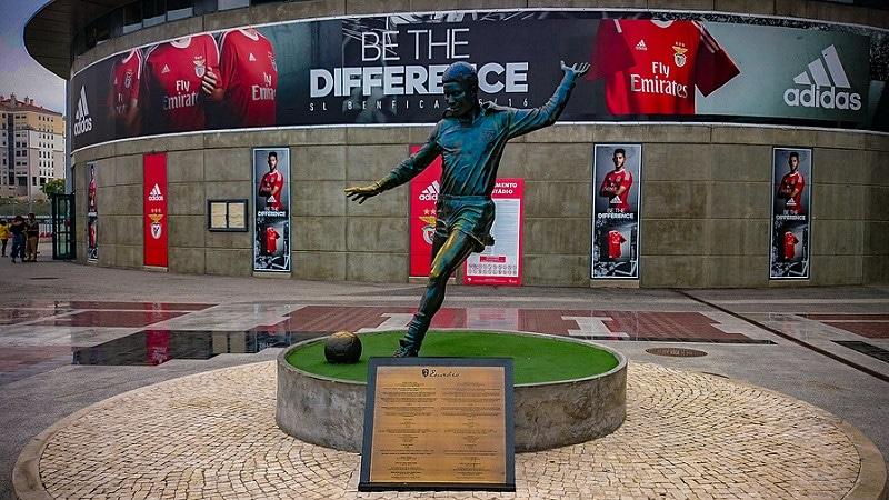 Statue d'Eusebio devant le stade de Luz, Benfica Lisbonne