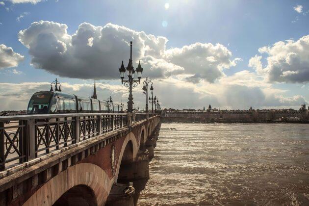 6 endroits où boire un verre à Bordeaux les pieds dans l'eau !