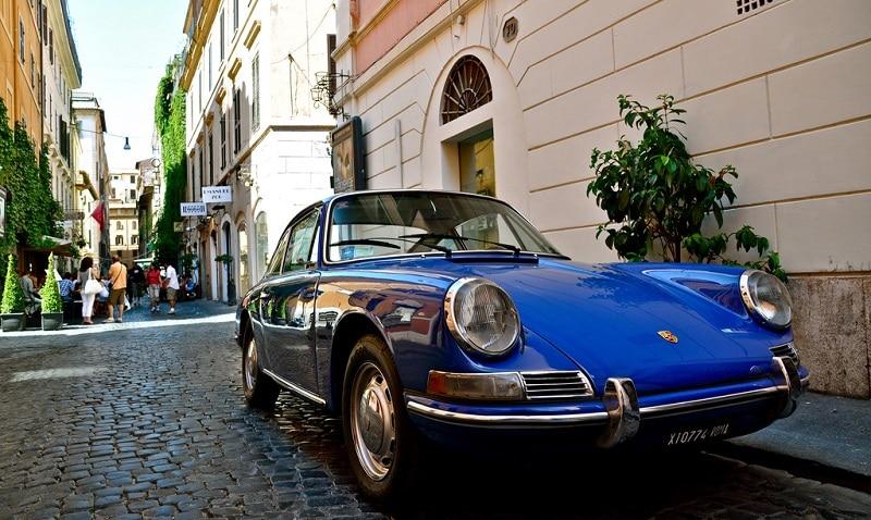 Garer sa voiture dans un parking à Rome
