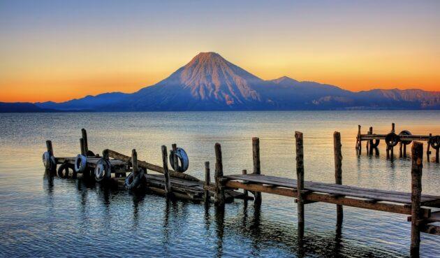 Le Lac Atitlán, considéré comme le plus beau lac du monde
