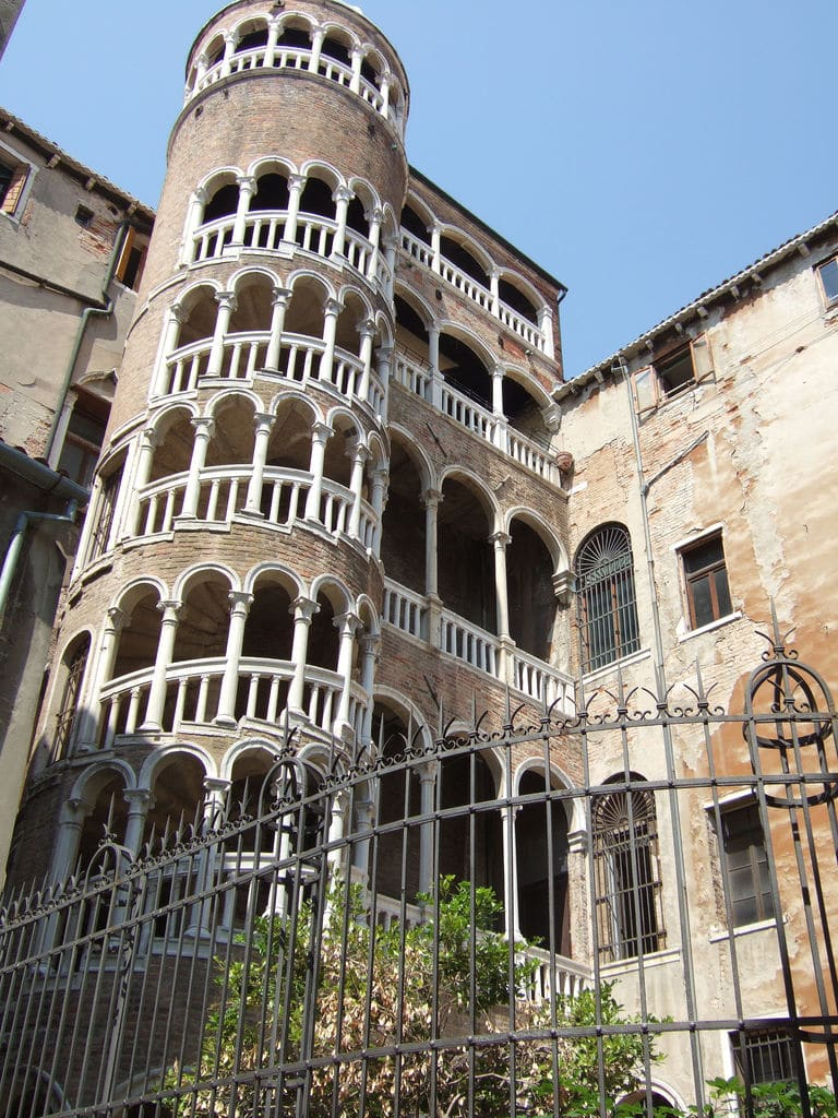 Visiter Venise hors des sentiers battus: palais Contarini del Bovolo